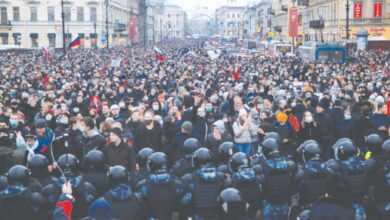 Photo of Moscow police clash with Navalny supporters as tens of thousands rally