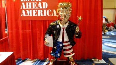 Photo of With gold-coloured Trump statue, conservatives show fealty to former president