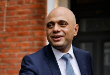 Photo of UK minister apologises for 'cower' Covid remark
